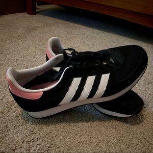 ADIDAS | Black & Pink tennis shoe